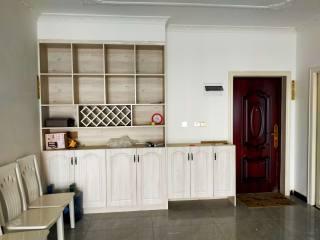 万象城附近3室2厅1卫117m²精装修电梯房出租